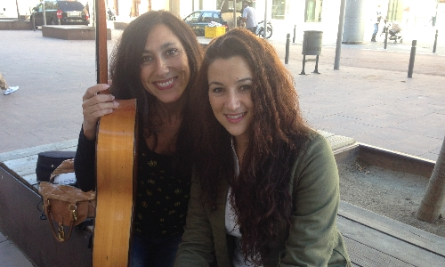 Alba Carmona y su guitarrista Marta Robles